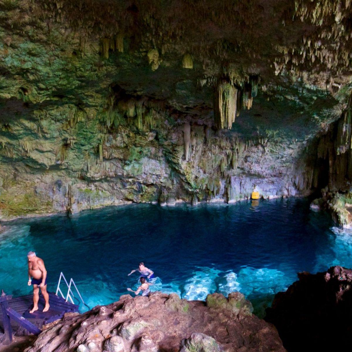 A Swim in the Cueva de Saturno